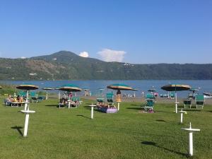 Lago de Castelgandolfo, residencia de verano del Papa