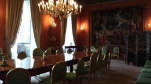 Sala de la Embajada con tapiz de Rubens al fondo.
