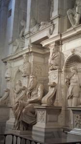 La tumba del Papa de Julio II con Moisés en el centro.