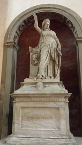 Estatua de la Libertad en la Iglesia de la Santa Cruz de Florencia.