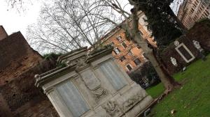 Parque de Vittorio Emmanuele II - al fondo a la derecha la puerta mágica.
