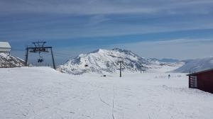 La pista de esquí con Il Corno Grande al fondo.