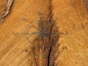 Grabado en una silla de madera de Monte Mario.